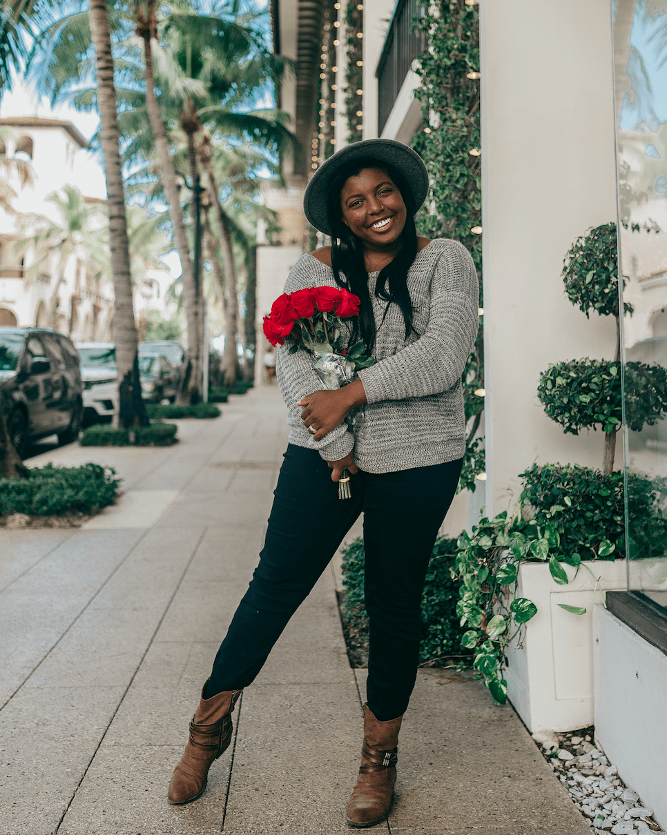 tampa blogger ayana lage wearing stitchfix items while holding a bouquet